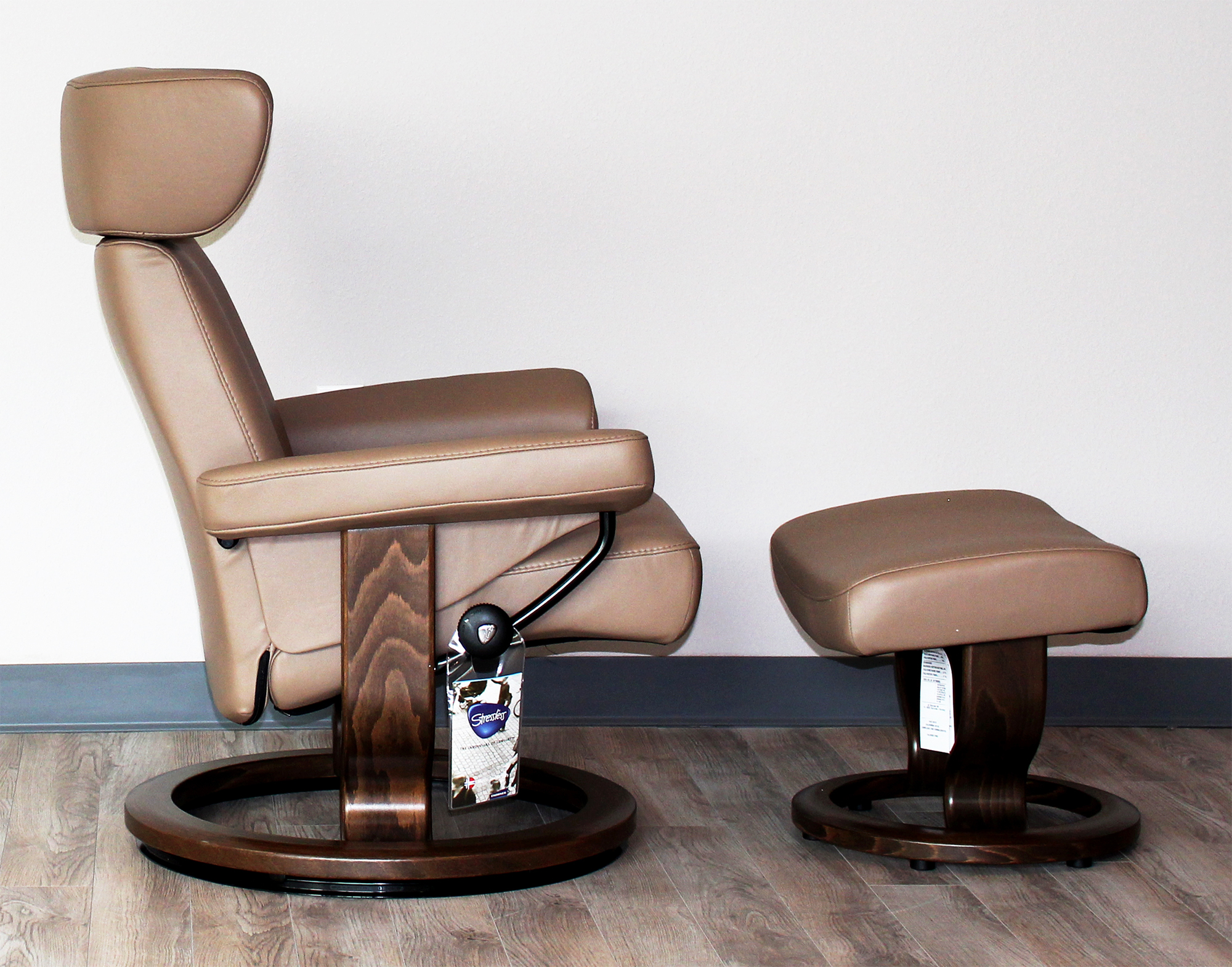 Stressless Viva Paloma Funghi Leather Recliner Chair And Ottoman By Ekornes
