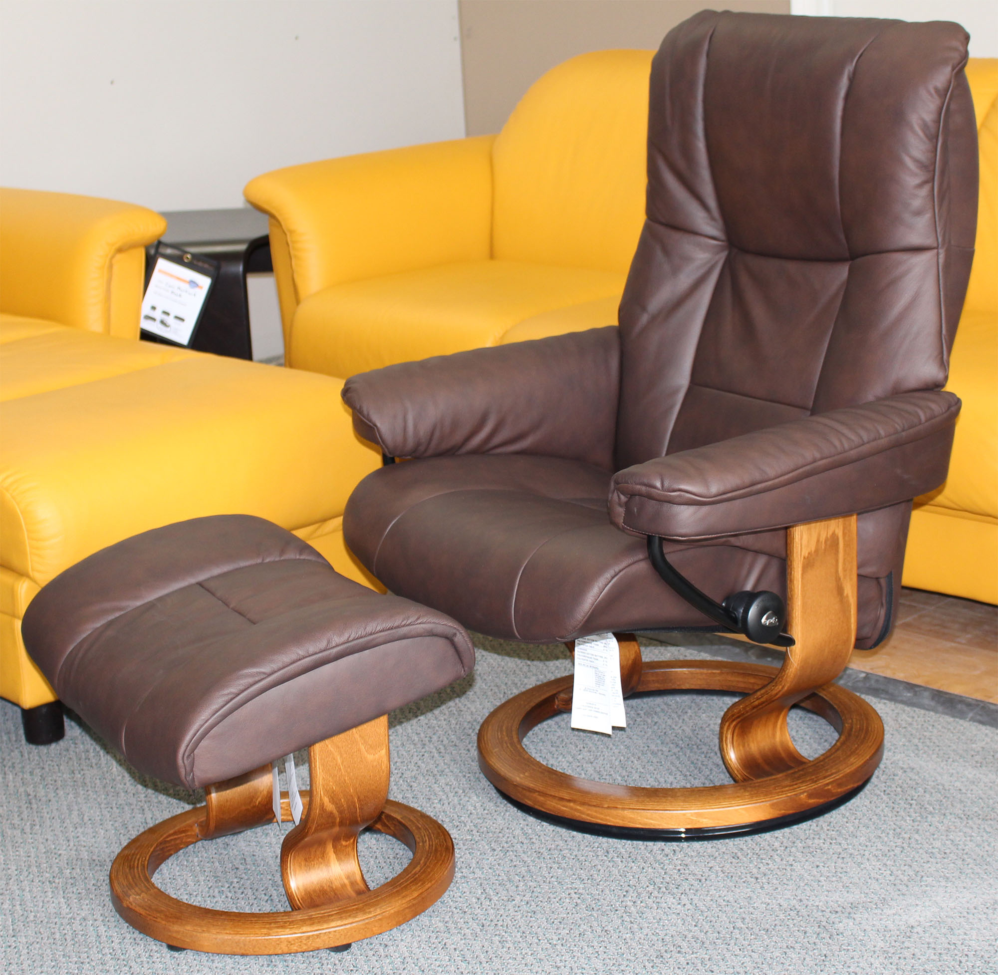Stressless Chelsea Small Mayfair Paloma Chocolate Leather ...