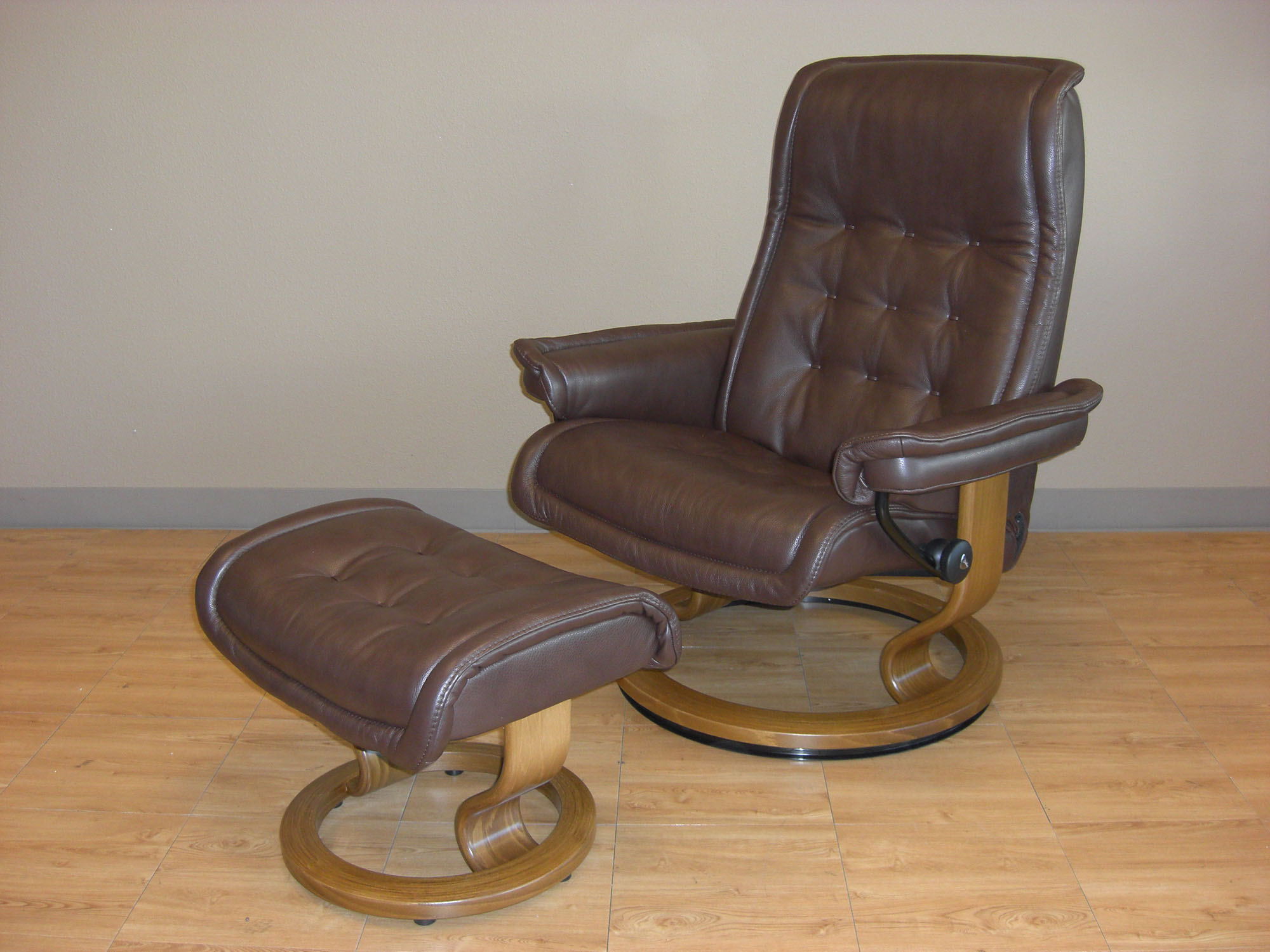 ekornes stressless royal recliner chair lounger ekornes. Black Bedroom Furniture Sets. Home Design Ideas