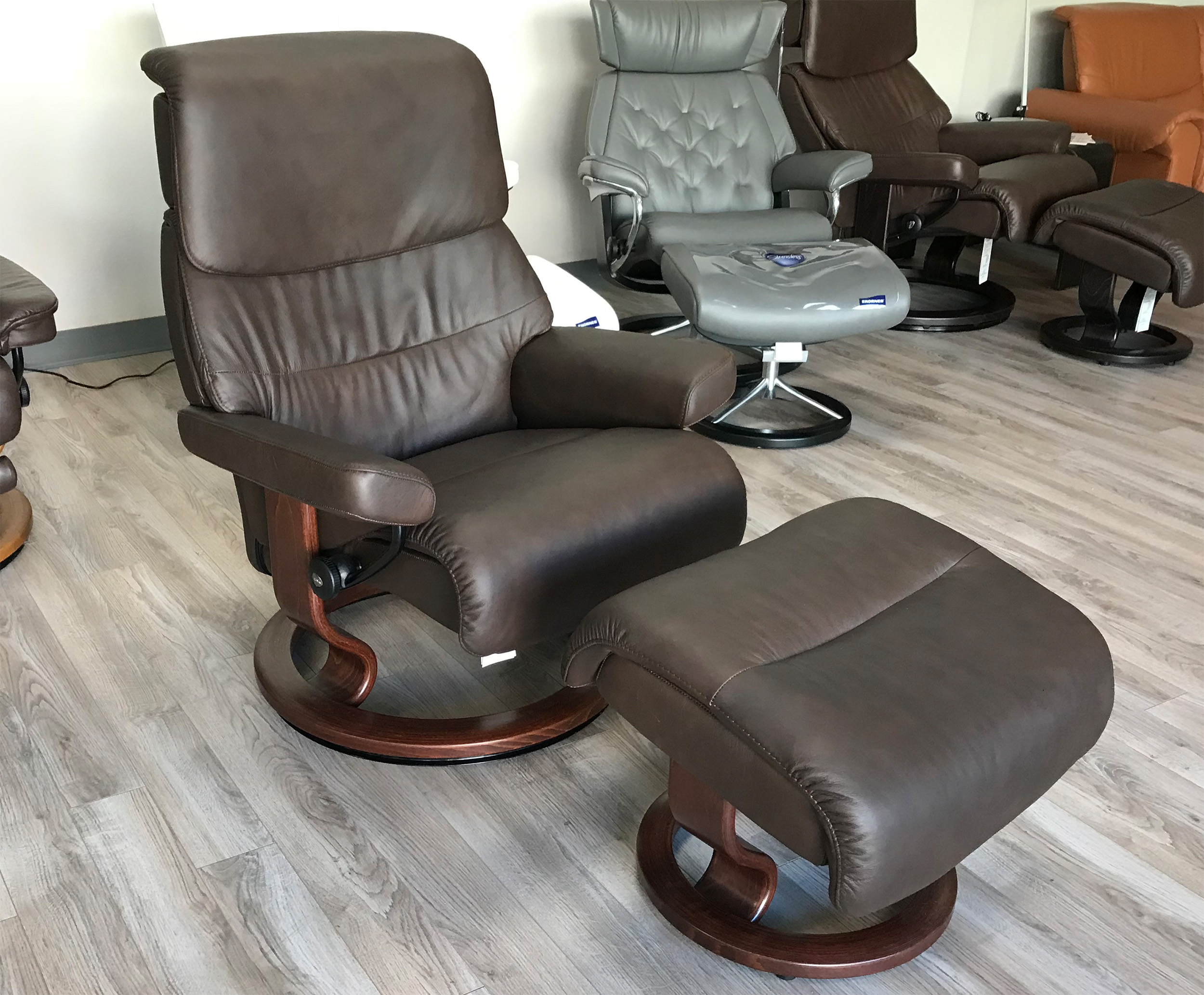 stressless capri large recliner chair in paloma chocolate leather