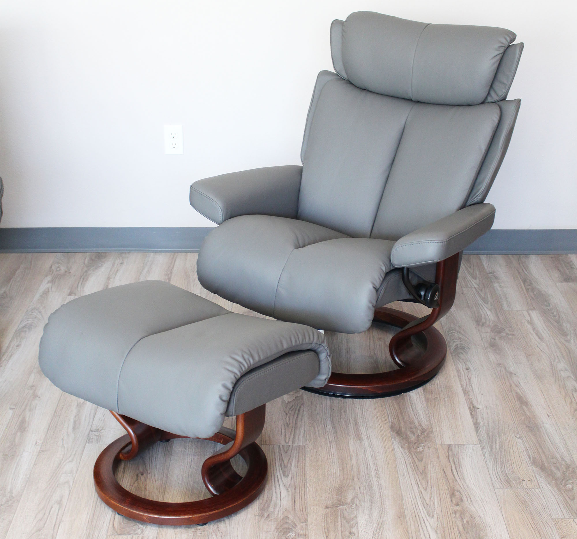 Merveilleux Stressless Magic Paloma Metal Grey Color Leather Recliner And Ottoman
