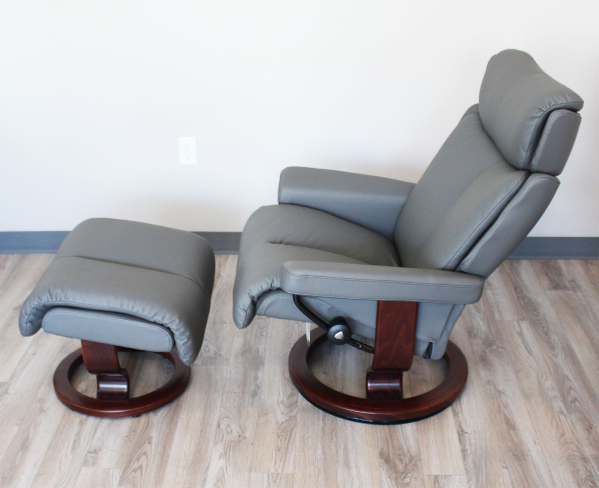 Stressless Magic Paloma Metal Grey Color Leather Recliner Chair and Ottoman & Stressless Magic Paloma Metal Grey Color Leather by Ekornes ... islam-shia.org