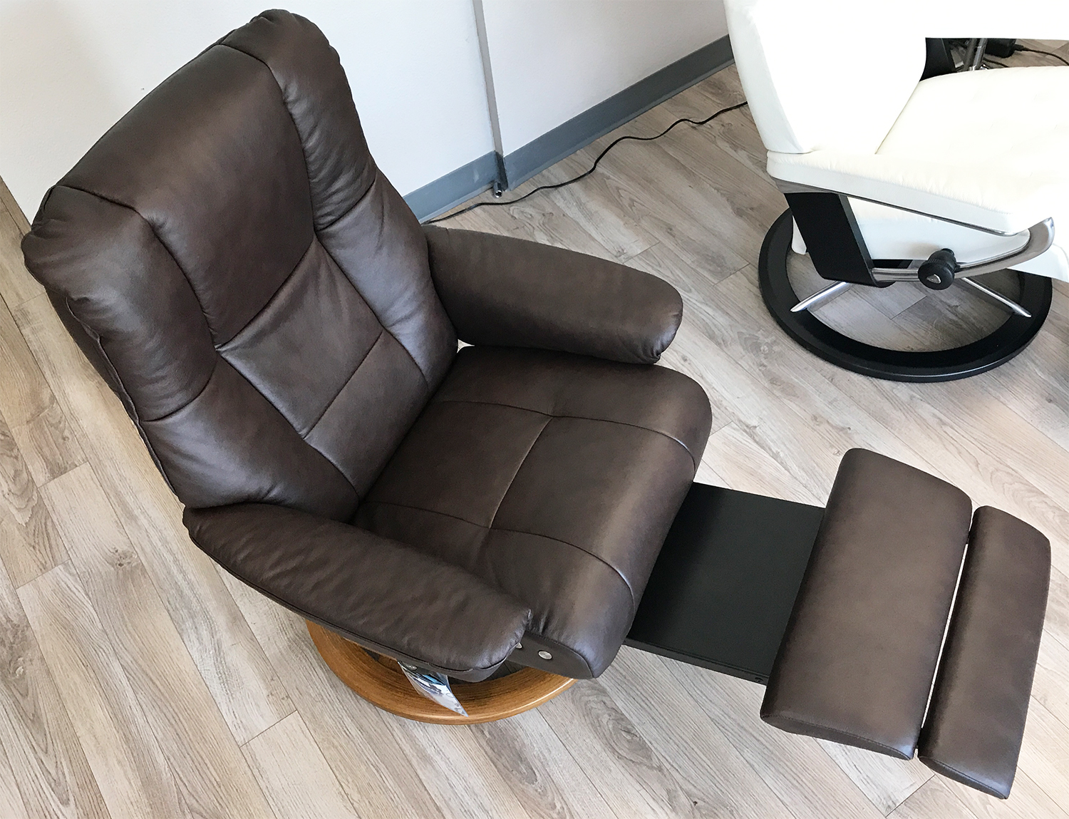 Stressless Mayfair Leg Comfort Power Footrest Paloma Chocolate Leather Recliner Chair by Ekornes & Stressless Mayfair LegComfort Paloma Chocolate Leather Recliner ... islam-shia.org