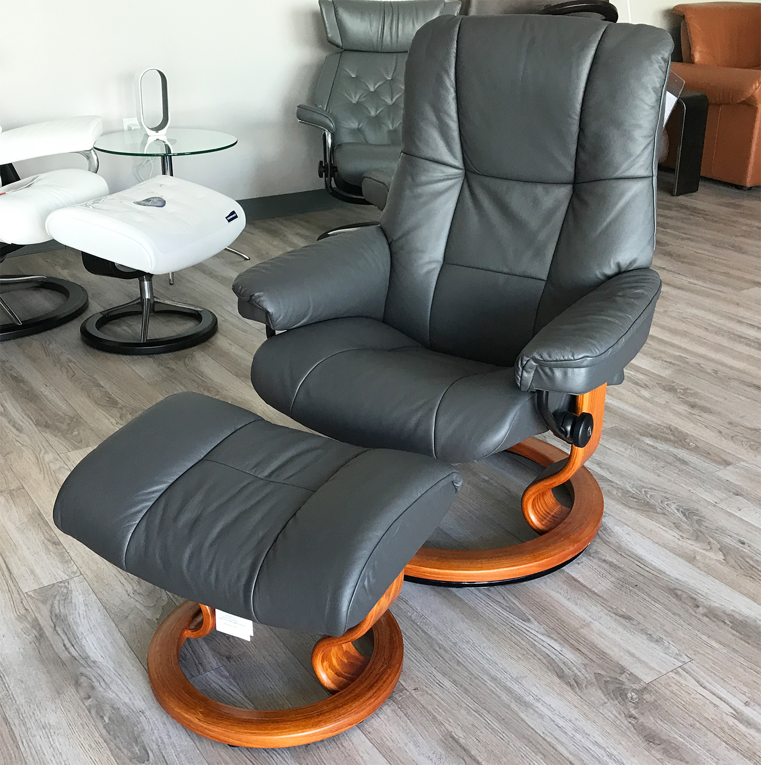 Stressless Chelsea Small Mayfair Paloma Rock Leather Recliner Chair and Ottoman by Ekornes & Chelsea Small Mayfair Paloma Rock Leather Recliner Chair and ... islam-shia.org