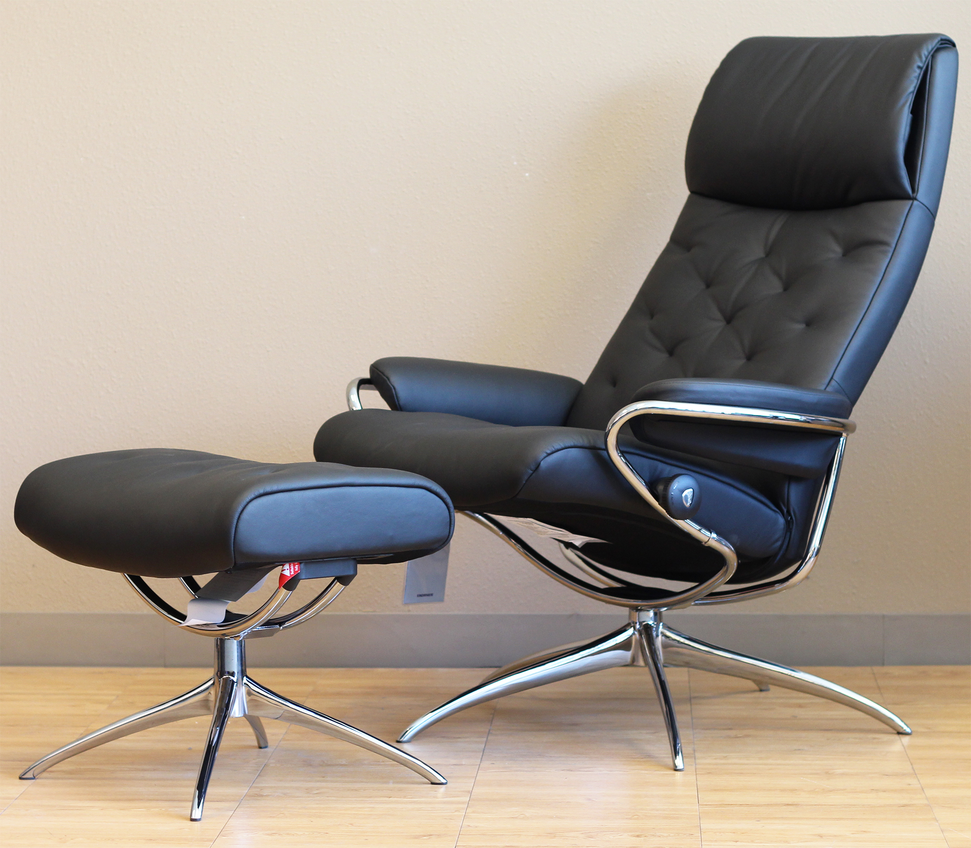 Stressless metro high back paloma black leather recliner for Stressless chair
