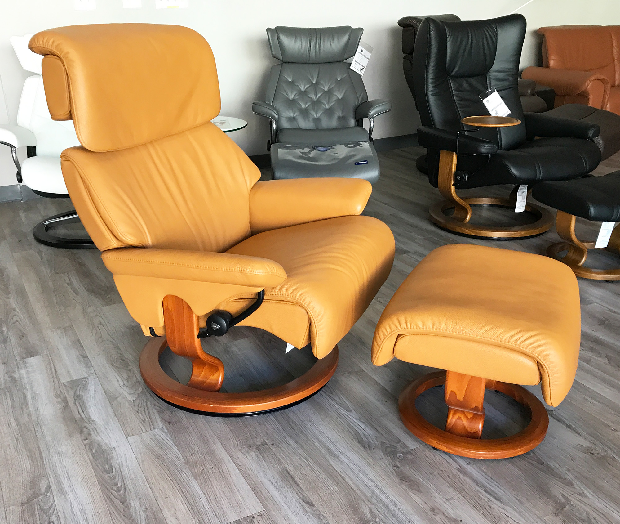 stressless spirit large dream cori tan leather recliner chair and ottoman by ekornes. Black Bedroom Furniture Sets. Home Design Ideas