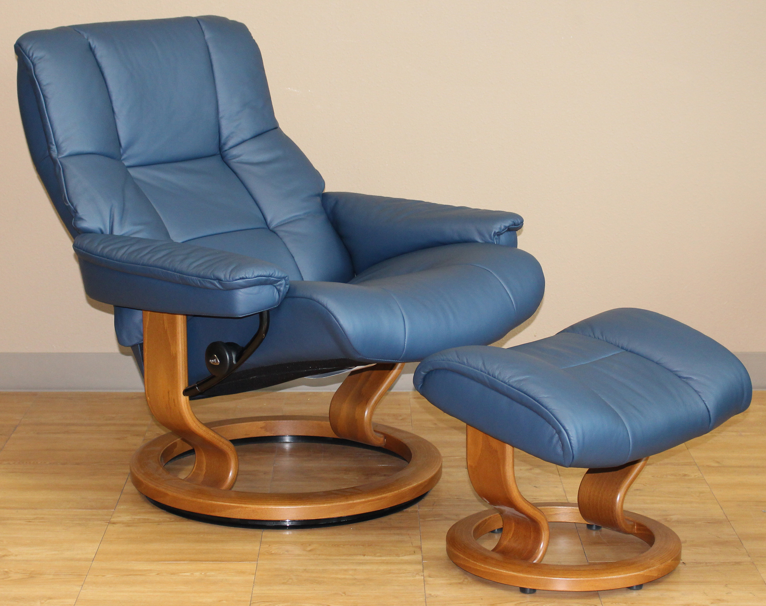 Stressless Kensington Large Mayfair Paloma Oxford Blue Leather Recliner Chair by Ekornes : large leather recliner chairs - islam-shia.org