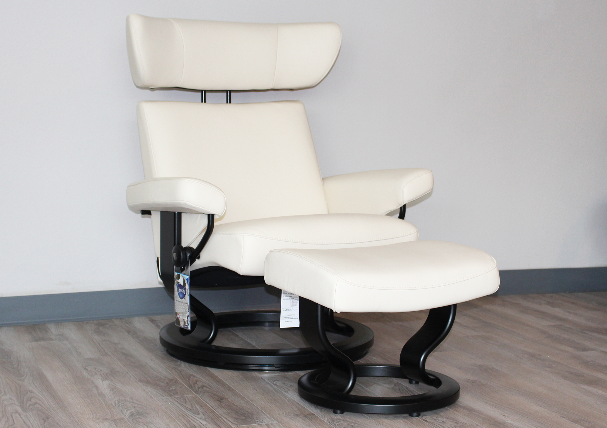 ekornes stressless viva leather recliner and ottoman. Black Bedroom Furniture Sets. Home Design Ideas