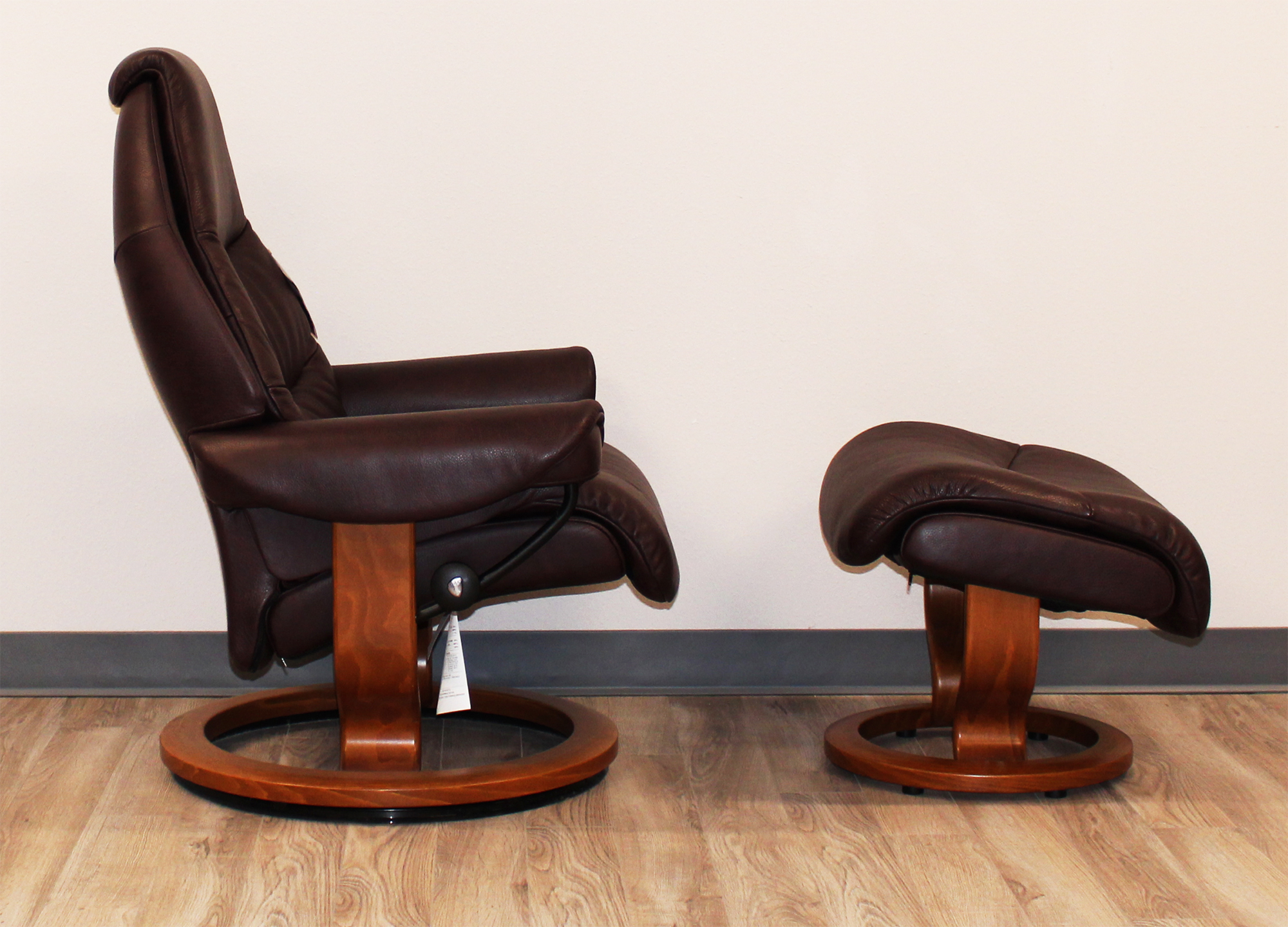 Voyager Premium Royalin Amarone Leather Recliner Chair and Ottoman