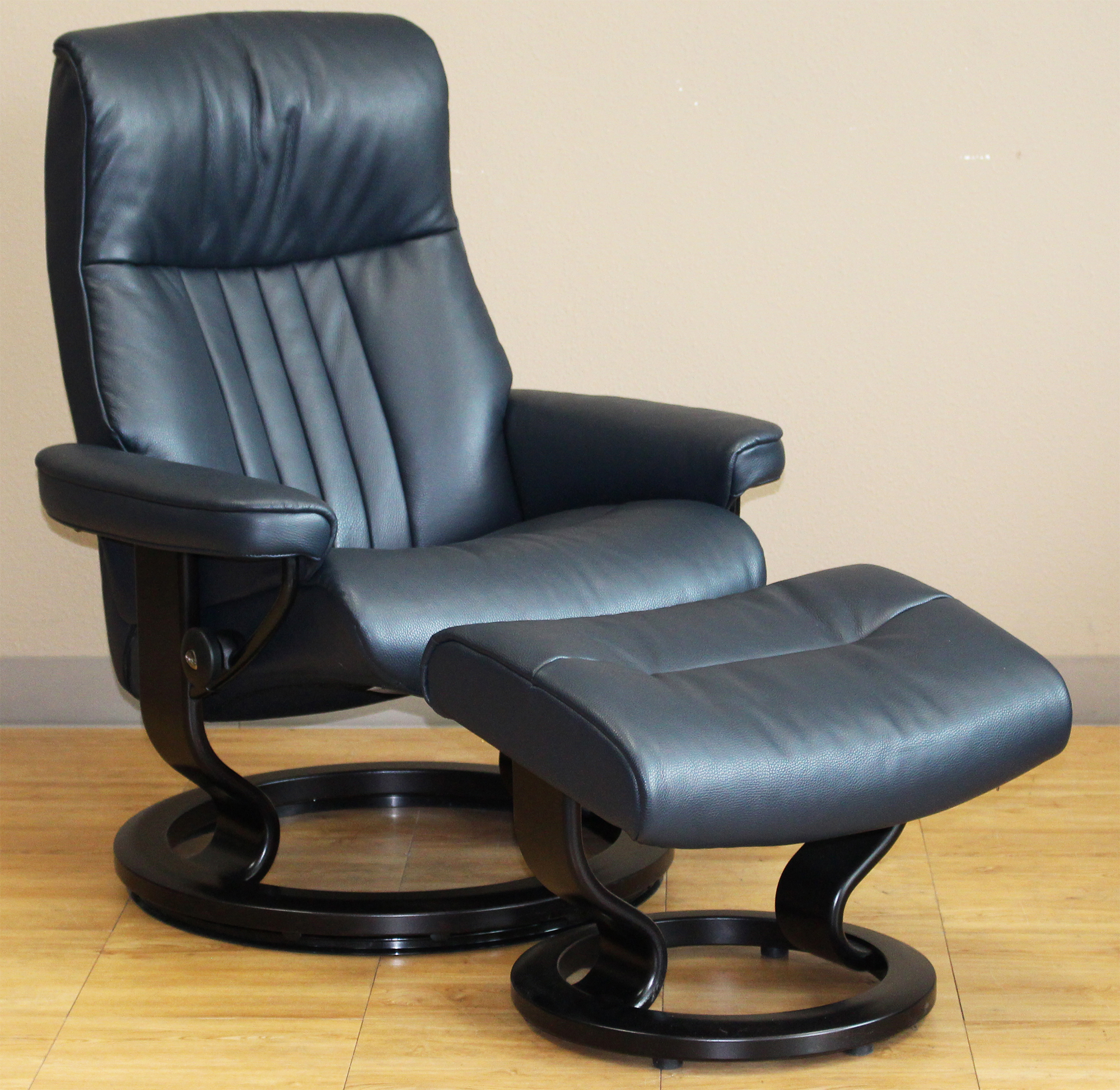 Amazing Stressless Crown Cori Blue Leather Recliner Chair