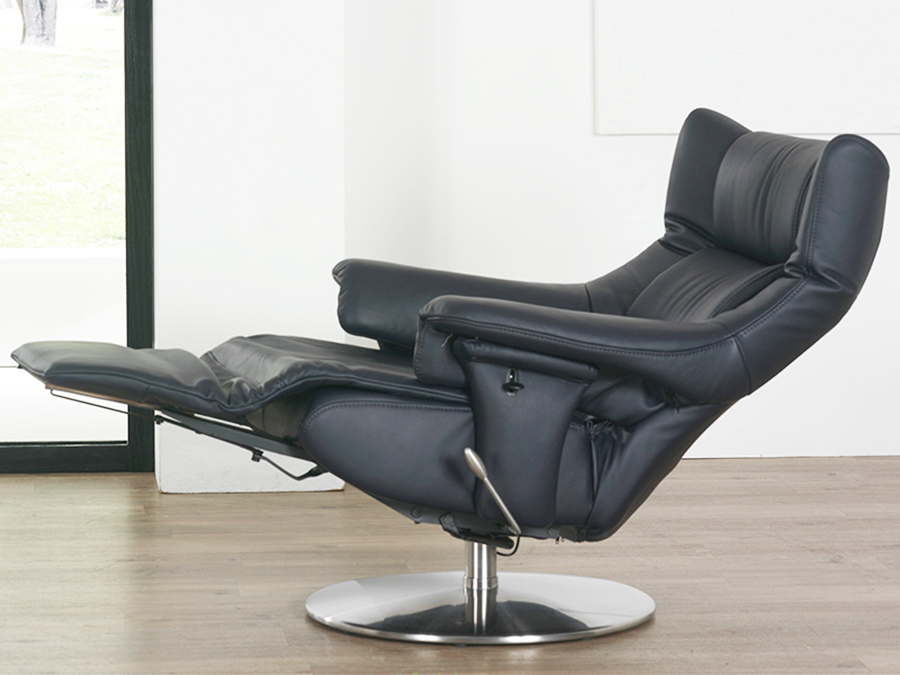 Charmant Himolla Opus Leather ZeroStress Integrated Recliner Chair