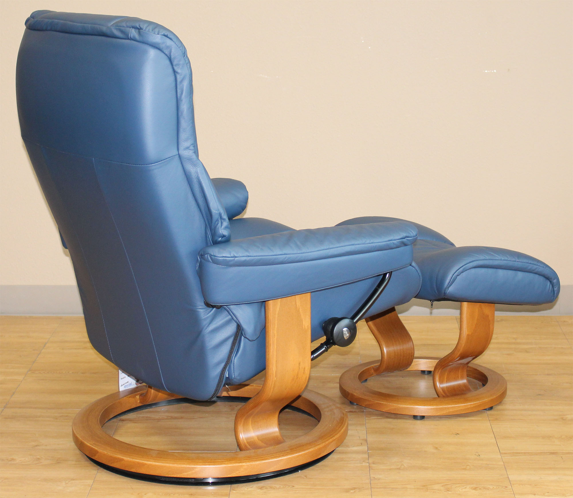 Stressless Medium Mayfair Paloma Oxford Blue Leather By Ekornes